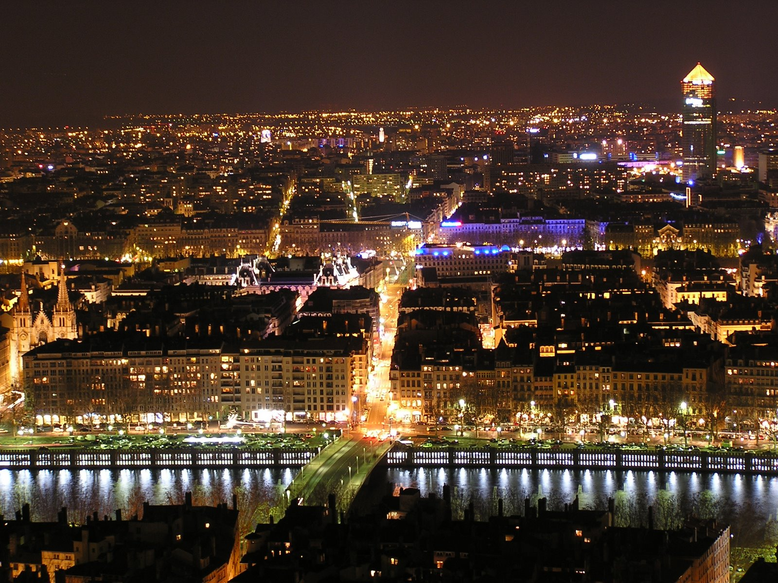 lyon-at-night