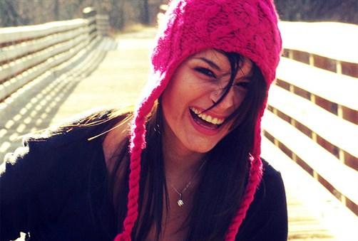 smjeh-djevojka-kapa