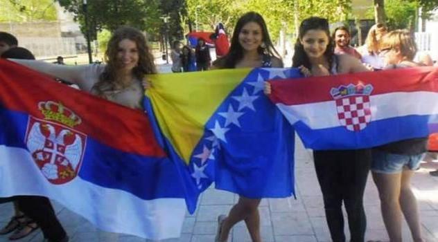 djevojke-zastave-srb-bih-cro