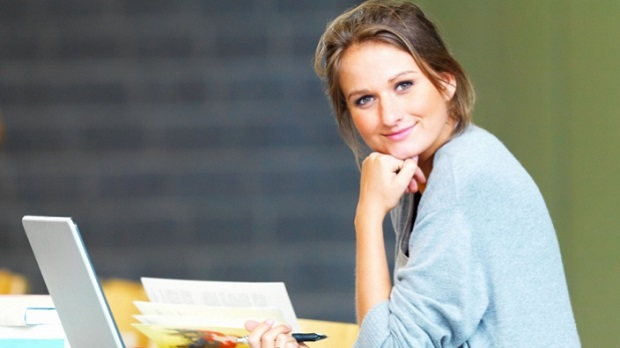 young_woman_with_laptop_english_teacher_visual_stage